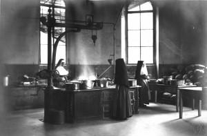 Le cucine del Birago di Vische in un'immagine d'archivio. Archivio Storico Relazioni Esterne ASL1.