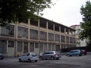 Parte della vecchia fabbrica in disuso. Fotografia di Silvia Bertelli.