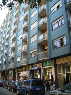 Edificio di civile abitazione e attività commerciale già ad uso abitazione e laboratorio di falegnameria in Via Nizza 177