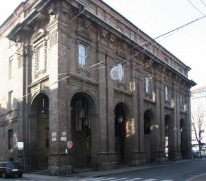 Il prospetto del Quartiere di San Daniele su via del Carmine. Fotografia di Enrico Lusso, 2010