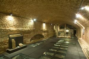 Area archeologica sotto la scalinata del Duomo. Museo diocesano. Fotografia di Marco Saroldi, 2010. © MuseoTorino
