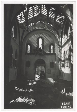 Corso Casale 42, Chiesa Nostra Signora del Suffragio (Cappuccine). Effetti prodotti dai bombardamenti dell'incursione aerea dell'8 agosto 1943. UPA 3849_9E02-57. © Archivio Storico della Città di Torino/Archivio Storico Vigili del Fuoco