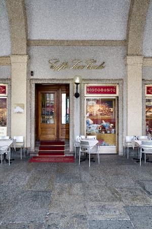 L'ingresso dello storico Caffè San Carlo. Fotografia di Mattia Boero, 2010. © MuseoTorino.