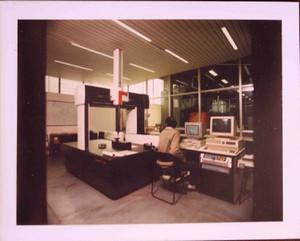 Laboratorio della Casa di Carità negli anni Ottanta.©Archivio Casa di Carità Arti e Mestieri.