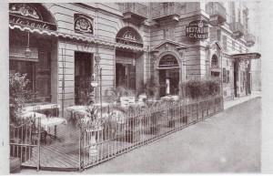 Ristorante del Cambio, esterno. Fotografia 1920-1925 (riproduzione da libro L. Artusio, M. Bocca, M. Governato, 2005, p. 59, n. 110)