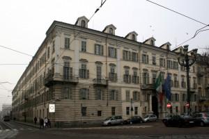 Il prospetto settecentesco dell'ex caserma Chiaffredo Bergia su Piazza Carlina. Fotografia di Enrico Lusso per Museo Torino, 2011.