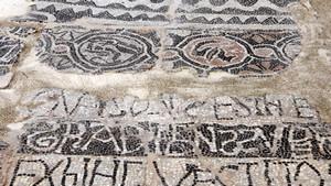 Mosaico di San Salvatore in piazza San Giovanni. Fotografia di Plinio Martelli, 2010. © MuseoTorino