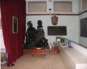 Ingresso del Museo Pietro Micca con la statua di Pietro Micca di Giuseppe Bogliani. Fotografia di Fabrizio Zannoni, 2010