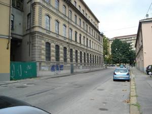 Facciata su via San Donato dell'ex cuoificio Laurenti. Fotografia di Carlo Pigato, agosto 2010