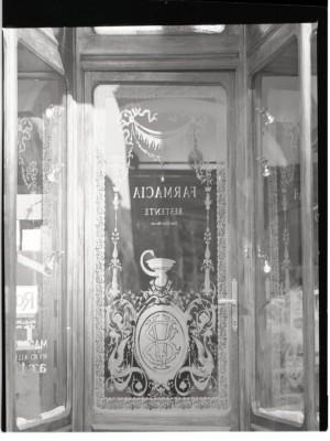 Farmacia Bestente, ingresso, 1998 © Regione Piemonte