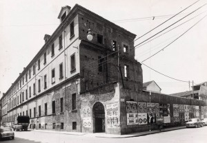 Distretto militare Arimondi, parzialmente ancora segnato da danni bellici. Archivio Storico della Città di Torino (GDP sez I 1077_001)