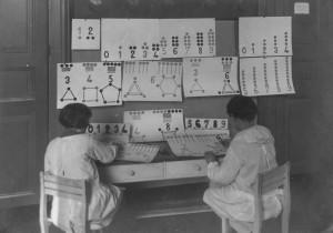 Aule didattiche e momenti di lezioni ludico-motorie presso la scuola speciale Padre Gemelli. © Archivio Scuola primaria Padre Gemelli