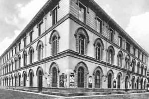 Scuola elementare Boncompagni. Le facciate verso via Galvani e via Vidua, cartolina. © Archivio della scuola