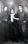 Alcuni appartenenti alla Cricca ritratti a Pessinetto nell'estate 1944  in tenuta da combattimento.© Archivio Privato Clemente