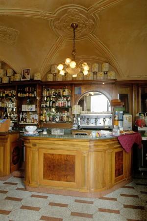 Caffè Vittorio Veneto, particolare del bancone, Fotografia di Marco Corongi, 2005 ©Politecnico di Torino