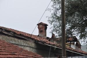 Dettaglio del tetto della cascina Bellacomba. Fotografia di Edoardo Vigo, 2012.