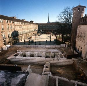Tratto delle mura compreso tra Palazzo Madama e Palazzo Reale. © Soprintendenza per i Beni Archeologici del Piemonte e del Museo Antichità Egizie