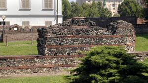 I resti delle mura romane nell'area del teatro e della Porta Palatina (2). Fotografia di Plinio Martelli, 2010. © MuseoTorino.