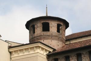 Le torri della Porta Decumana riplasmate nel corso del cantiere quattrocentesco. Fotografia di Enrico Lusso, 2010.