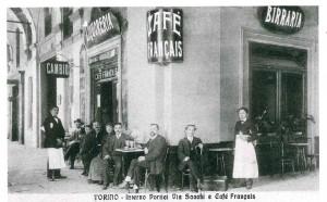 Caffè Negrita, veduta dell'antico Café des français, ripresa fotografica del 1905-1911 (riproduzione da libro: L. Artusio, M. Bocca, M. Governato, 2005, p. 70, n. 127)