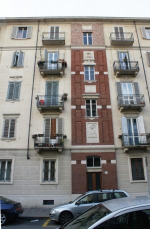 La facciata del civico 67 di via Monte Rosa. Fotografia di Giuseppe Beraudo, 2010.