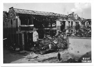 Stabilimento FIAT Grandi Motori, Via Cuneo (Via Carmagnola). Effetti prodotti dai bombardamenti dell'incursione aerea del 13 luglio 1943. UPA 3639_9E01-31. © Archivio Storico della Città di Torino/Archivio Storico Vigili del Fuoco