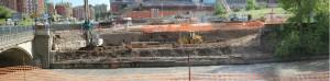 Le prime fasi del cantiere per il nuovo ponte di via Livorno: il consolidamento della sponda sud della Dora. Fotografia di Andrea Revelli. © Comitato Parco Dora, aprile 2009.