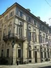 Fronte del Palazzo Cavour con la lapide dedicata a Camillo Benso. Fotografia di Elena Francisetti, 2010. © MuseoTorino.