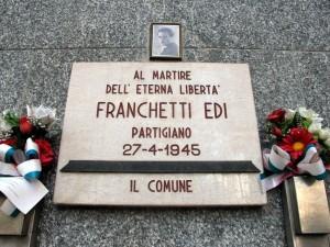 Lapide dedicata a Edi Franchetti, in via Stradella 34. Fotografia di Sergio D'Orsi, 2013