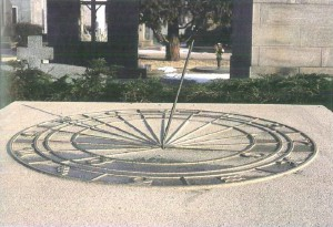 Orologio solare, Cimitero Monumentale