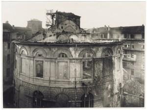 Via Principe Amedeo 19. Scuola Vincenzo Troja. Effetti prodotti dai bombardamenti dell'incursione aerea dell'8-9 dicembre 1942. UPA 2615_9C03-46. © Archivio Storico della Città di Torino