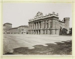 Palazzo Madama e piazza Castello. Fotografia Brogi. © Archivio Storico della Città di Torino