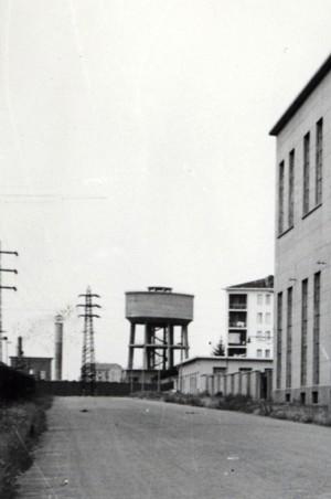 Ferriere Fiat Ingest: immagine d'archivio del serbatoio idrico di via Valdellatorre, ancora esistente. Fotografia Archivio Storico Fiat, Sezione Ferriere, Impianti realizzati nel 1946 + 1963.