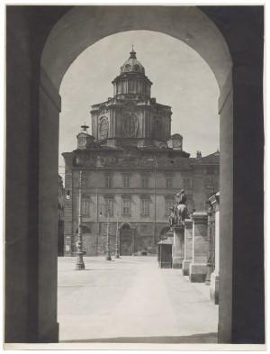 Chiesa di San Lorenzo. Fotografia diGiancarlo Dall'Armi, 1911-1928. © Archivio Storico della Città di Torino