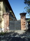 Ingresso cascina Grangia Scott. Fotografia di Emanuela Lavezzo, 2008.