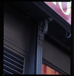 ex Bergallo arredamenti, già sede di farmacia, particolare esterno, 1998 © Regione Piemonte