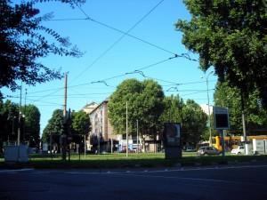 Visione del piazzale da via Cigna verso corso Valdocco. Fotografia di Silvia Bertelli.