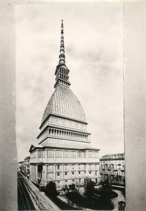 Mole Antonelliana. Fotografia di Mario Gabinio, 1933 ca. © Fondazione Torino Musei - Archivio fotografico