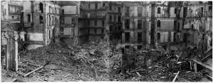 Via Saluzzo (già Via Lucio Bazzani 31). Effetti prodotti dai bombardamenti dell'incursione aerea dell' 8-9 dicembre 1942. UPA 2735_9F02_37. © Archivio Storico della Città di Torino