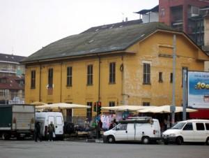 L'ex edificio per alloggio del personale in piazza Bengasi. Fotografia di Micaela Viglino, 2010.