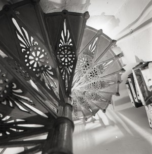 Majerna, armeria, particolare della scala interna, 1998 © Regione Piemonte