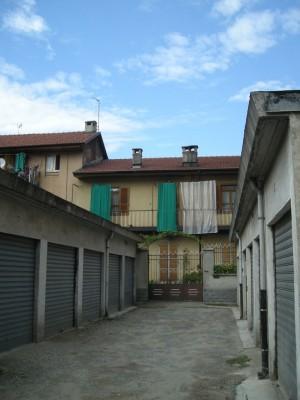 Edificio di civile abitazione e autorimessa in via Aosta 49