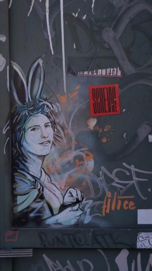 AliCè, Alice con le orecchie del Bianconiglio, s.d.,via Giulio
