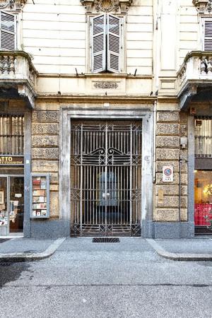 Portone nell'isolato dell'ex Ghetto ebraico, via San Francesco da Paola 10. Fotografia di Mattia Boero, 2010. © MuseoTorino