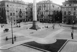 Piazza Savoia con obelisco alle leggi Siccardi, 1940 circa© Archivio Storico della Città di Torino (GDP sez I 81B_001)