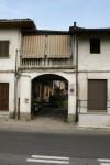 Portone di ingresso della cascina Taschera. Fotografia di Edoardo Vigo, 2012.