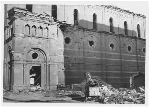 Chiesa di San Gioacchino, Corso Giulio Cesare angolo Via Vittorio Amedeo Cignaroli 3. Effetti prodotti dai bombardamenti dell'incursione aerea dell'8-9 dicembre 1942. UPA 2753D_9C05-63. © Archivio Storico della Città di Torino