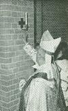 Il cardinale Michele Pellegrino consacra la nuova chiesa il 26 novembre 1967. © Archivio parrocchiale