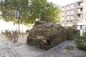 I resti delle mura romane nei pressi di Porta Palatina. Fotografia di Marco Saroldi, 2010. © MuseoTorino.