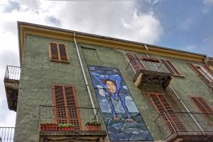 Viktorija Bugoslavska, Antonio Filippini, murale senza titolo, 2015, via Rocciamelone 15, MAU Museo Arte Urbana. Fotografia di Roberto Cortese, 2017 © Archivio Storico della Città di Torino